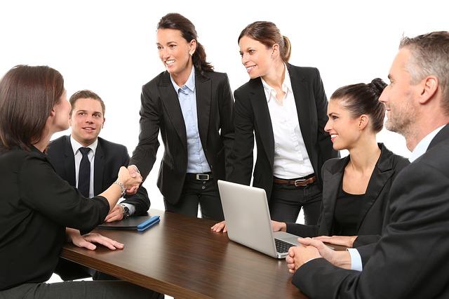 opter pour les services d'une agence commerciale
